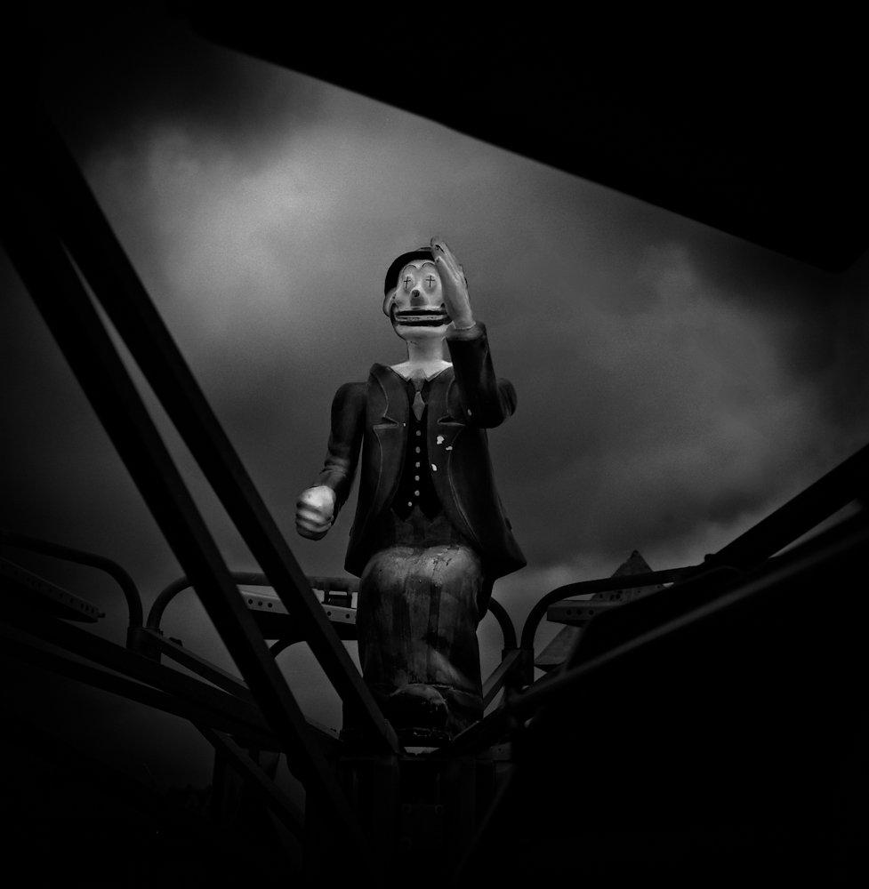 Dark-Outside-09.jpg